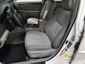 2017 Toyota Camry Hybrid - Image 8