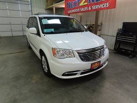 2014 Chrysler Town & Country - Image 2