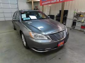 2013 Chrysler 200 - Image 3