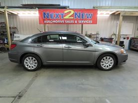 2013 Chrysler 200 - Image 2