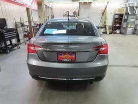 2013 Chrysler 200 - Image 5
