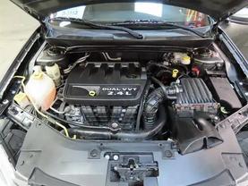 2013 Chrysler 200 - Image 11
