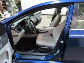 2016 Hyundai Sonata - Image 16