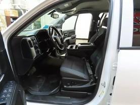 2017 Chevrolet Silverado 1500 Crew Cab - Image 17