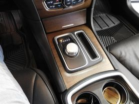 2017 Chrysler 300 - Image 19