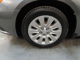 2013 Chrysler 200 - Image 9