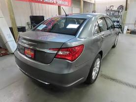 2013 Chrysler 200 - Image 4