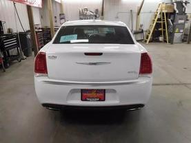 2017 Chrysler 300 - Image 4