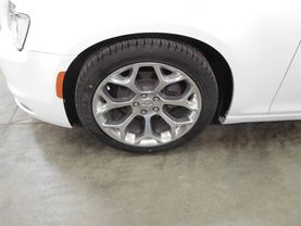 2017 Chrysler 300 - Image 8