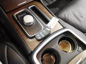 2017 Chrysler 300 - Image 24