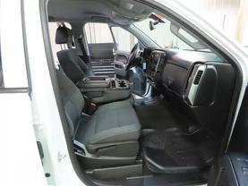2017 Chevrolet Silverado 1500 Crew Cab - Image 11