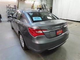 2013 Chrysler 200 - Image 6