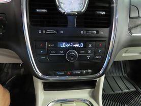 2014 Chrysler Town & Country - Image 19