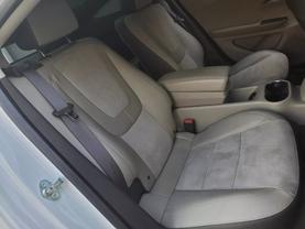 2013 Chevrolet Volt - Image 19