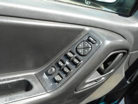 2003 JEEP GRAND CHEROKEE SUV 6-CYL, 4.0 LITER LAREDO SPORT UTILITY 4D