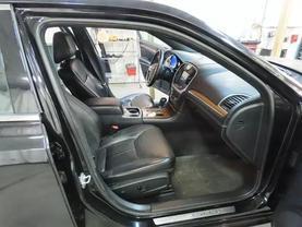 2013 Chrysler 300 - Image 11