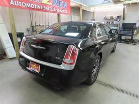 2013 Chrysler 300 - Image 3