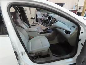 2018 Chevrolet Malibu - Image 11