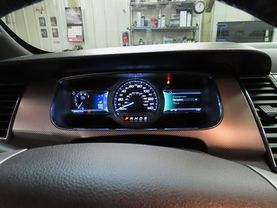2015 Ford Taurus - Image 23