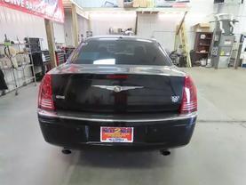2010 Chrysler 300 - Image 4