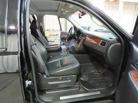 2008 Chevrolet Suburban 1500 - Image 11