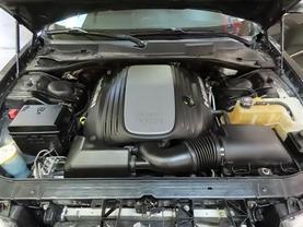 2010 Chrysler 300 - Image 10
