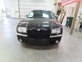 2010 Chrysler 300 - Image 7