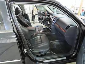 2010 Chrysler 300 - Image 11