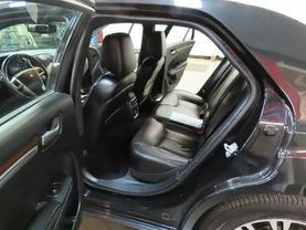 2013 Chrysler 300 - Image 16