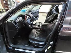 2010 Chrysler 300 - Image 15