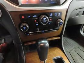 2013 Chrysler 300 - Image 21