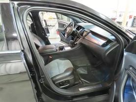 2015 Ford Taurus - Image 11