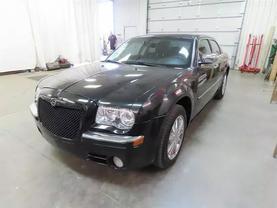 2010 Chrysler 300 - Image 6