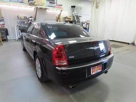 2010 Chrysler 300 - Image 5