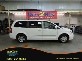2014 Chrysler Town & Country - Image 1