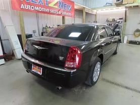 2010 Chrysler 300 - Image 3
