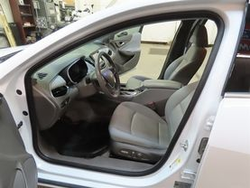 2018 Chevrolet Malibu - Image 17