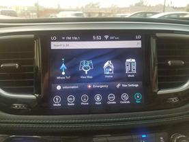 2018 Chrysler Pacifica Hybrid - Image 13