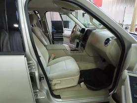 2007 Ford Explorer - Image 12