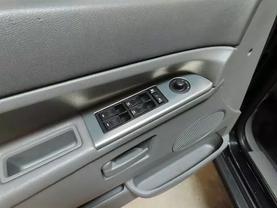2006 Jeep Grand Cherokee - Image 16