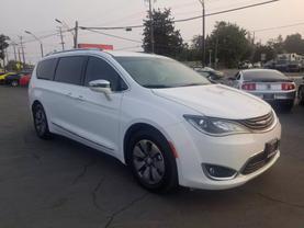 2018 Chrysler Pacifica Hybrid - Image 7