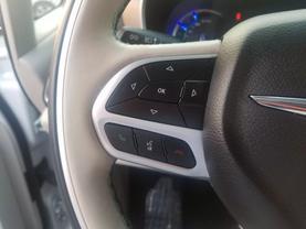 2018 Chrysler Pacifica Hybrid - Image 12