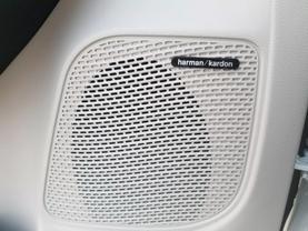 2018 Chrysler Pacifica Hybrid - Image 19