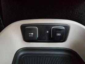 2018 Chrysler Pacifica Hybrid - Image 16