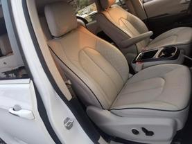 2018 Chrysler Pacifica Hybrid - Image 28