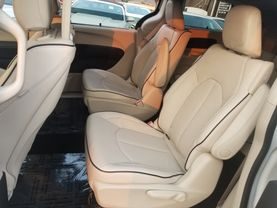 2018 Chrysler Pacifica Hybrid - Image 22