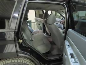 2006 Jeep Grand Cherokee - Image 12