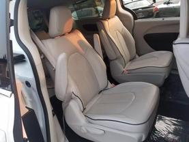 2018 Chrysler Pacifica Hybrid - Image 25