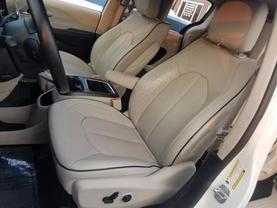 2018 Chrysler Pacifica Hybrid - Image 21