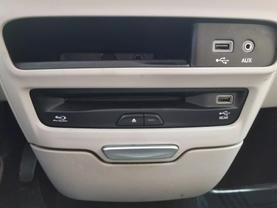 2018 Chrysler Pacifica Hybrid - Image 15